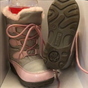 Totes girls snow boots size 7c